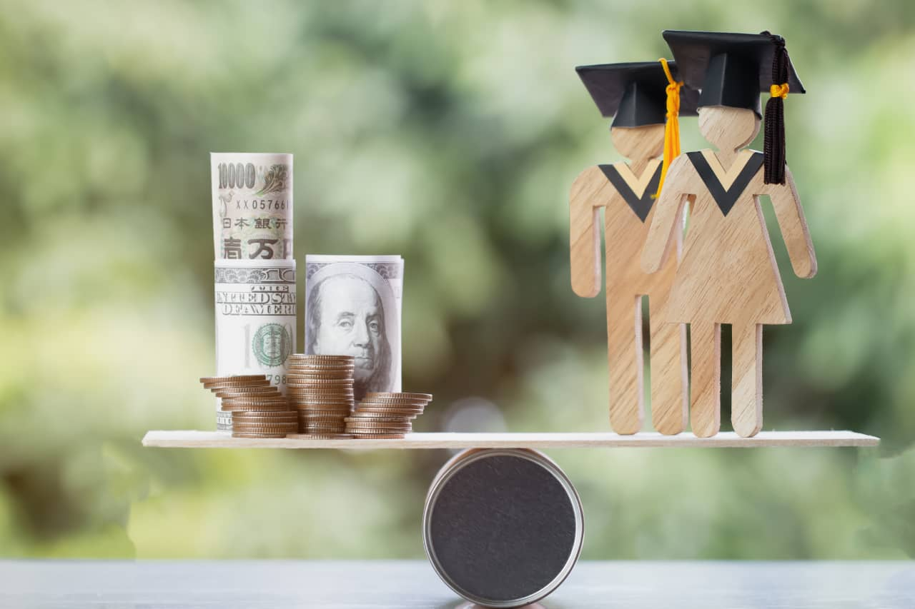 Upsides & Downsides of Student Loan Refinancing
